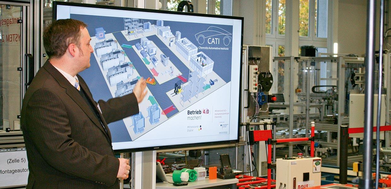 Michael Mann vom Chemnitz Automotive Institute demonstrierte eine Lösung für die Produktions- und Auftragssteuerung