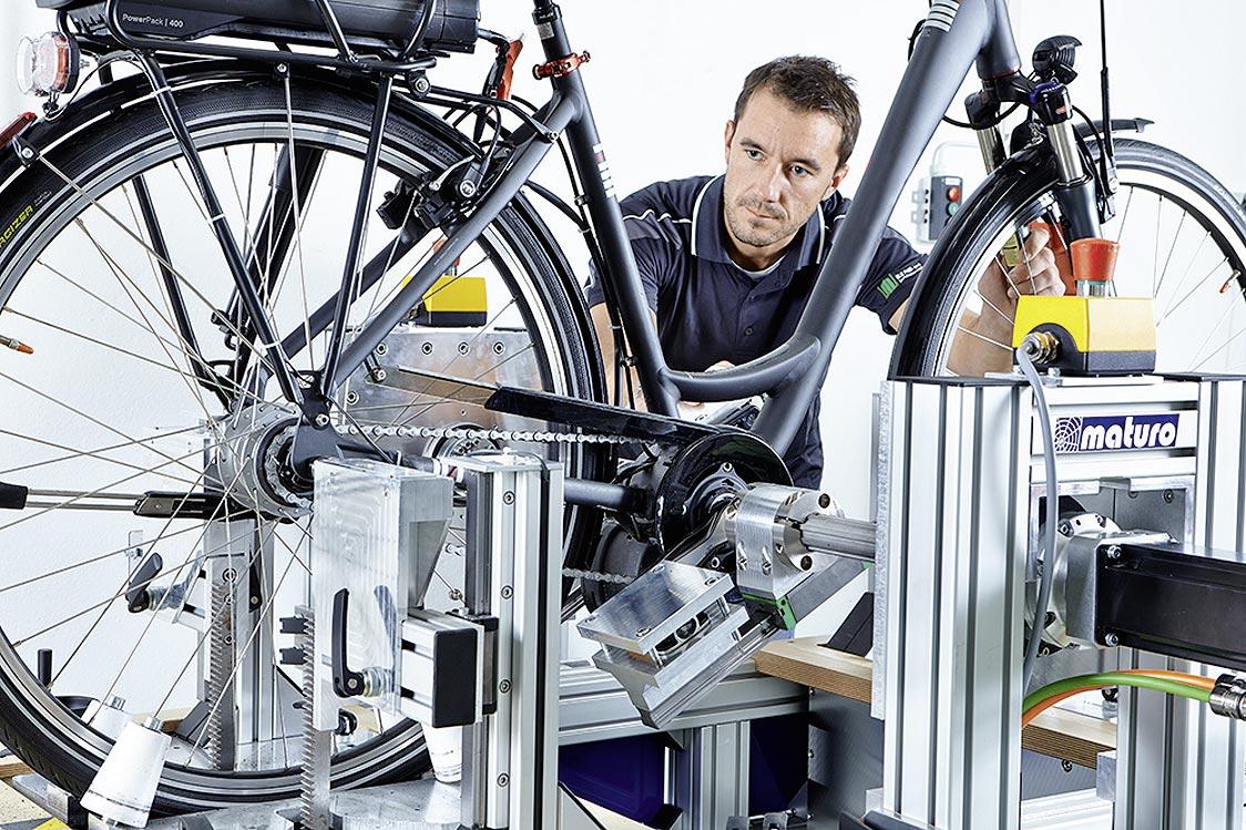 Leistungsprüfung an E-Bikes.