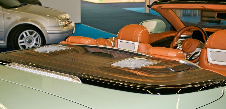Edles 3D-Furnier von Danzer aus Kesselsdorf bei Dresden in einem Cabrio von Carlsson