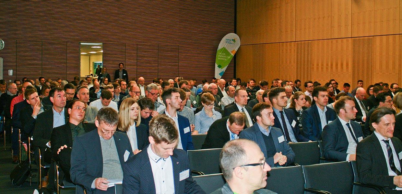 Mehr als 200 Teilnehmer nutzten die Möglichkeit, sich über neueste Entwicklungen zur effizienten Mobilität aus Sachsen zu informieren.