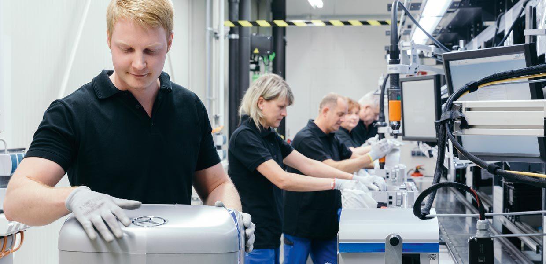 Der Standort Kamenz wird zum Kompetenzzentrum des globalen Produktionsverbundes für Lithium-Ionen-Batterien (Zellproduktion)des Daimler-Konzerns ausgebaut.