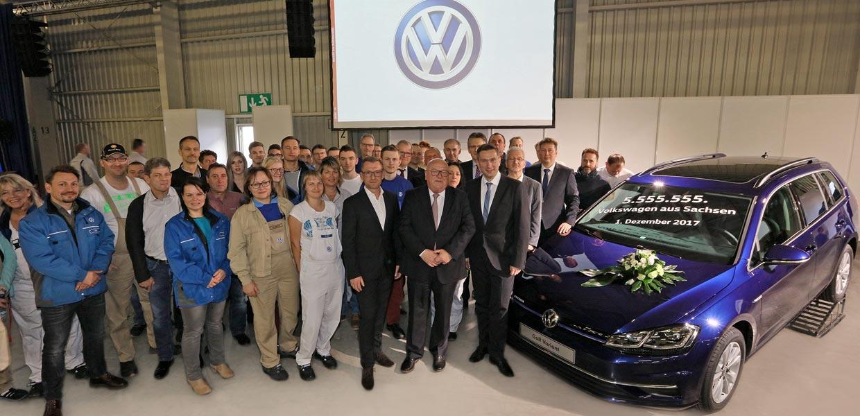 Das Jubiläumsfahrzeug wurde zur Betriebsversammlung am 1. Dezember 2017 präsentiert.