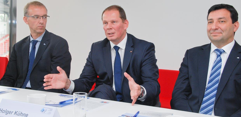 Holger Kühne, Geschäftsführer der USK Sondermaschinen GmbH, erläuterte auf einer Pressekonferenz im September 2017 die Ausrichtung des Unternehmens auf Automatisierungstechnik für neue Mobilität.