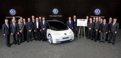 Bisher hat Volkswagen für seine E-Offensive mehr als 100 Lieferanten nominiert. 100 Wochen vor dem geplanten Produktionsstart des I.D., der ab Ende 2019 in Zwickau vom Band rollen wird, hat sich der VW-Markenvorstand mit wesentlichen Lieferanten zu den Meilensteinen des Hochlaufs abgestimmt.