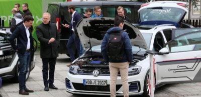 Einblicke in die künftigen Aufgaben in der Autoindustrie und jede Menge Kontakte für angehende Fachkräfte bietet das Symposium Automotive & Mobility. Das Foto zeigt die Erlebnisausstellung auf dem Hauptmarkt Zwickau vom November 2017.