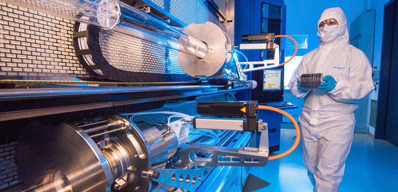 In dieser Anlage veredelt 35PE GaAs-Wafer im Hochvakuum zu GaAs-Leistungshalbleitern. Das Unternehmen hat sich mit dieser Innovation eine Alleinstellung geschaffen.