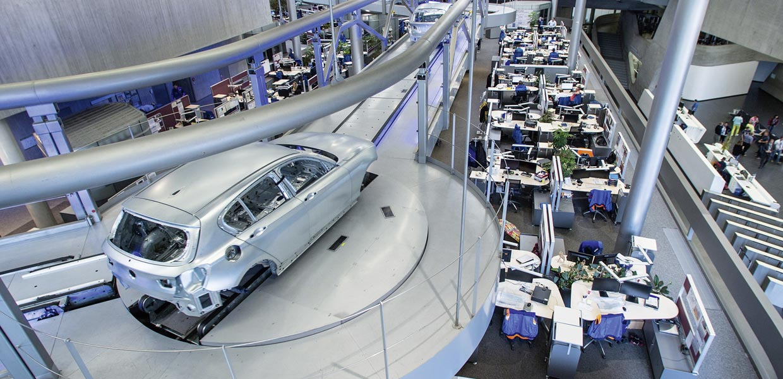 BMW baut das Werk Leipzig mit einem Investment von 300 Millionen Euro aus und will damit die Jahreskapazität von derzeit rund 250.000 Einheiten auf etwa 350.000 Einheiten im Jahr 2020 steigern.