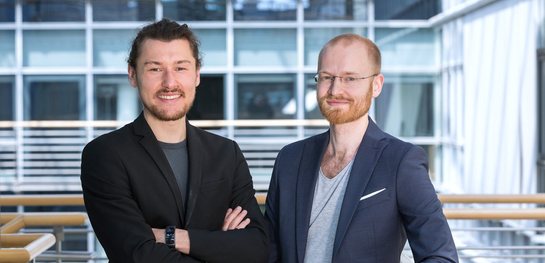 Smartes Ladesystem: Tobias Wagner und Michael Masnitza (v. l.) von der ChargeX GbR haben mit einer modularen Lademanagement-Lösung für E-Autos den IQ Innovationspreis Mitteldeutschland 2018 gewonnen.