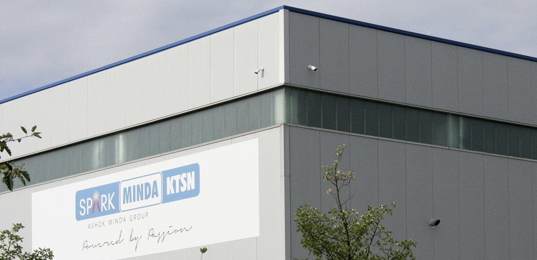 Der Automobilzulieferer Minda KTSN entwickelt und produziert Kunststoffkomponenten und technische Baugruppen für den Fahrzeuginnenraum. Hauptsitz ist das sächsische Pirna. Für den Schutz seiner Daten setzt das Unternehmen auf eine Zwei-Faktor-Authentifizierung.