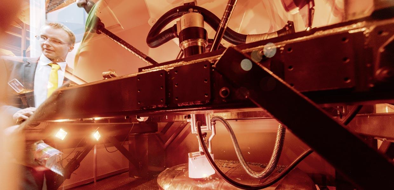 Mit einer Fünf-Achs-Anlage, die ab- und auftragende Verfahren in einer mobilen Maschine kombiniert, zog der Hersteller parallelkinematischer multioptionaler Bearbeitungsmaschinen Metrom aus Sachsen Aufmerksamkeit auf sich.