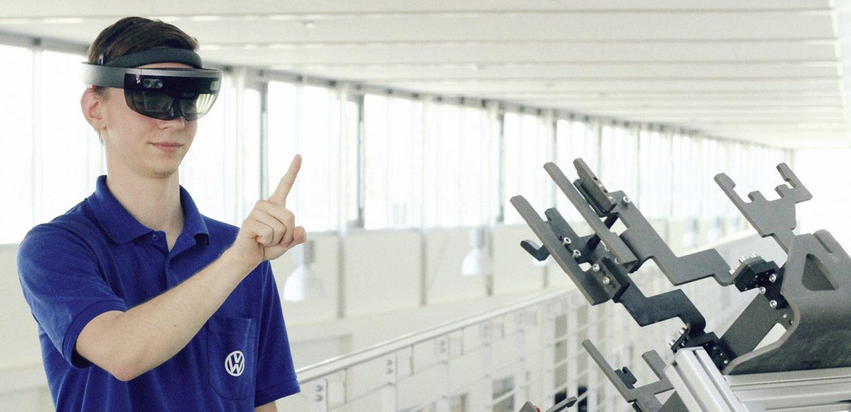 Das Volkswagen Bildungsinstitut nutzt digitale Methoden u.a. zum Erwerb von Fähigkeiten für Montageaufgaben im Karosseriebau