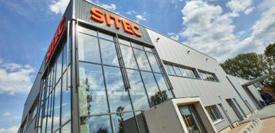 SITEC Industrietechnologie Chemnitz investiert rund zwölf Millionen Euro in die Erweiterung der Produktion. Die Hälfte der Summe fließt in ein neues Gebäude, das im August 2018 in Betrieb genommen werden konnte.