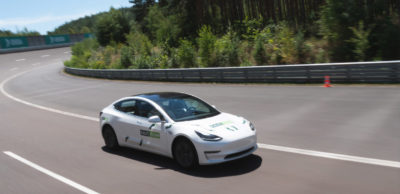 Das vom Autopiloten gesteuerte Model 3 während der Rekordfahrt auf dem Lausitzring.