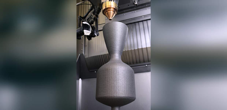 Generatives Laser-Pulver-Auftragschweißen einer Brennkammer.