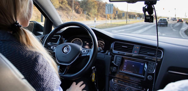 Der kooperative Spurwechsel im automatisiert und vernetzt fahrenden Fahrzeug ist ein weiteres Testszenario.