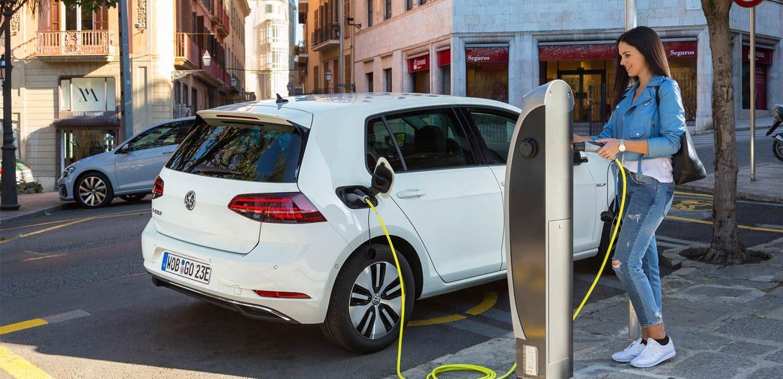"""Der Trend zur Elektromobilität ist unumkehrbar. Was auf Ausrüster und Zulieferer hierbei zukommt, ist Thema des Fachforums """"new mobility"""" am 7. Februar zu Intec und Z in Leipzig."""