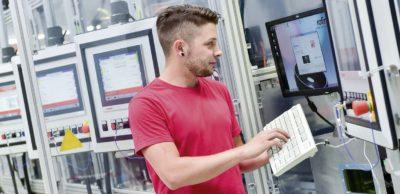 Die bisherige USK firmiert um in Aumann Limbach-Oberfrohna GmbH. Damit wird die Integration des Automatisierungstechnik-Spezialisten in die Aumann AG auch im Außenauftritt vollzogen.