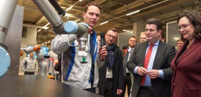Partnerschaft von Autoindustrie und Politik: Bundesarbeitsminister Hubertus Heil und SPD-Parteivorsitzende Andrea Nahles informierten sich im VW-Werk Zwickau über den tiefgreifenden Wandel, den Elektromobilität und Digitalisierung für die Automobilindustrie bedeuten.