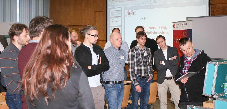 """Vertreter unterschiedlicher Branchen waren zum Thementag """"Tablet, Datenbrille, Miniscanner – Logistik 4.0 für KMU"""" gekommen."""