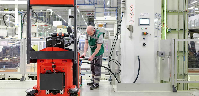 70 wasserstoffbetriebene Routenzüge sind im Werk Leipzig der BMW Group im Einsatz. Welche Vorzüge der Einsatz von Wasserstoff-Brennstoffzellen statt Batterie in der Intralogistik hat, diskutieren die Teilnehmer des ACOD-Fachdialogs 2019 am 18. April im BMW-Werk Leipzig.