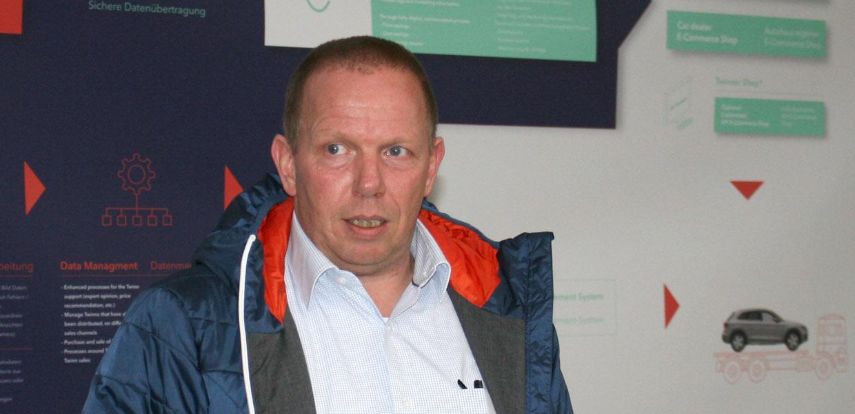 Twinner-Geschäftsführer Geert Peeters erläutert den Fahrzeug-Digitalisierungsprozess.