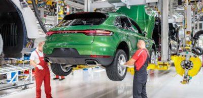 Jährlich werden bei Porsche Leipzig mehr als 90.000 Macan gebaut. Die nächste Generation des Kompakt-SUV, der E-Macan, wird vollelektrisch und ebenfalls am sächsischen Standort gefertigt.