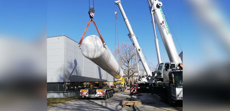 Der Wasserstoff-Tank ist rund 18 Meter hoch und 3,5 Meter breit. Er kommt für eine bessere Brennstoffzellen-Forschung an der TU Chemnitz zum Einsatz. Die Förderung erfolgte durch Continental.