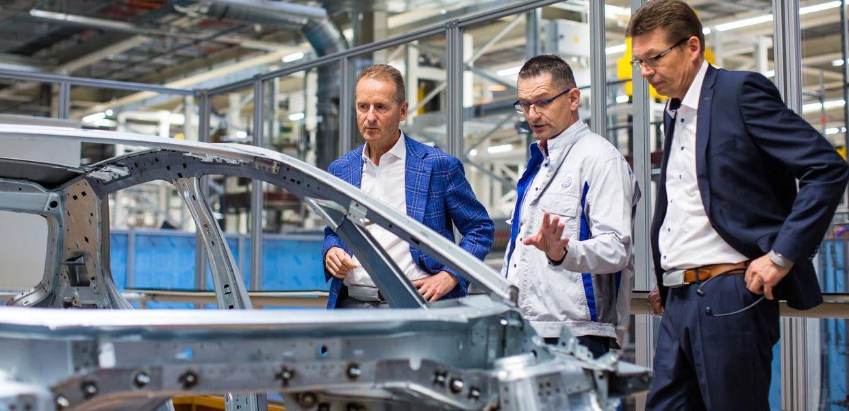 Vorserienfahrzeuge: Qualitätscheck an der neuen ID.3 Karosserie im Fahrzeugwerk Zwickau