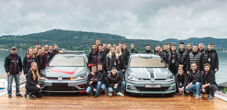 Premiere für die Showcars Golf Variant FighteR (l.) und Golf GTI Aurora zum GTI-Treffen am Wörthersee. Entwickelt und gebaut haben die Fahrzeuge VW-Azubi-Teams aus Zwickau und Wolfsburg.