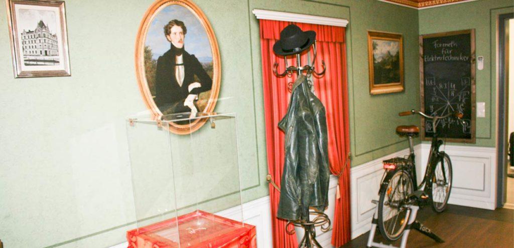Im Escape-Room 1 sind Fragen zur Historie der Elektrifizierung zu lösen, u. a. zum ersten Patent für den Elektromotor, das der Amerikaner Thomas Davenport erhielt.