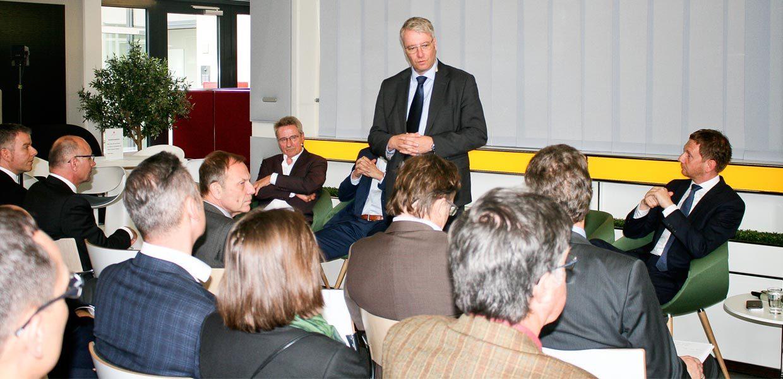 VW-Einkaufsvorstand Dr. Stefan Sommer und rund 100 Zulieferer diskutierten in Chemnitz, wie der Transformationsprozess in der Autoindustrie gemeinsam umgesetzt werden muss.