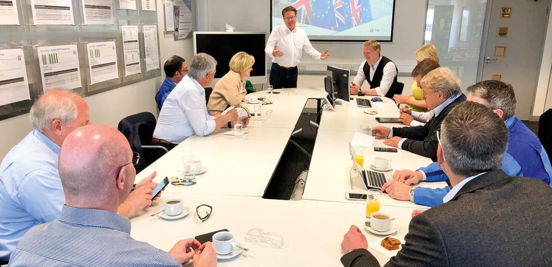 Die Vertreter des Netzwerks automotive thüringen informierten sich bei MINI in Oxford, wie der Standort mit dem Thema Brexit umgeht.