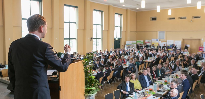 Die Regionalkonferenz des Regionalmanagements Erzgebirge im März 2019 brachte mehr als 250 Vertreter aus Wirtschaft und Politik zusammen, um über das Innovationspotenzial des Standortes zu diskutieren. Das Grußwort hielt Sachsens Ministerpräsident Michael Kretschmer.