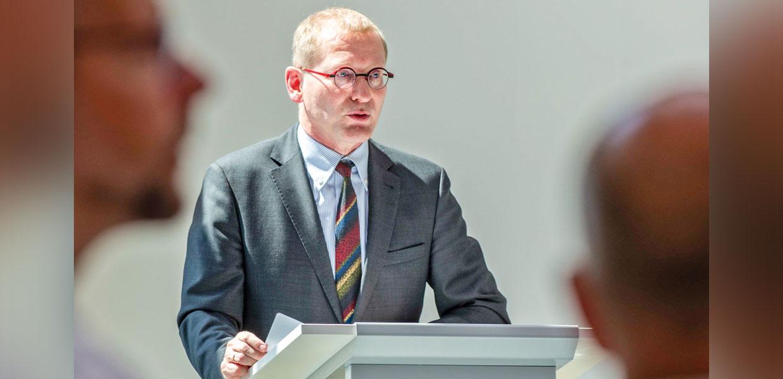 LASERVORM-Geschäftsführer Thomas Kimme bei der feierlichen Einweihung der Unternehmenserweiterung, die im Rahmen der Festwoche zum 25-jährigen Firmenjubiläum stattfand.