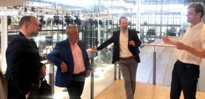 Die Vertreter des Investorennetzwerks Techstars aus den USA besuchten auch den Start-up-Inkubator in der Gläsernen Manufaktur Dresden.