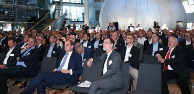 Mehr als 200 Vertreter der Automobilbranche verfolgten den ACOD-Kongress 2019 in der Gläsernen VW-Manufaktur in Dresden.