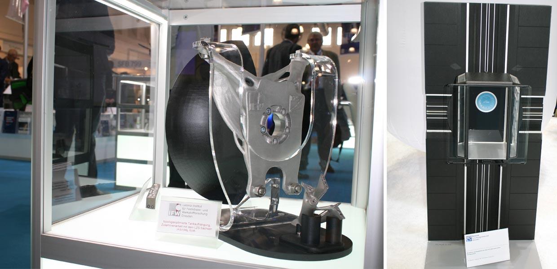 Eine mittels additiver Technologien topologieoptimierte Tankaufhängung (l.) sowie das Modell einer Leichtbaukabine für das erste seillose Aufzugsystem gehörten zu den Exponaten am Stand des Materialforschungsverbundes Dresden.