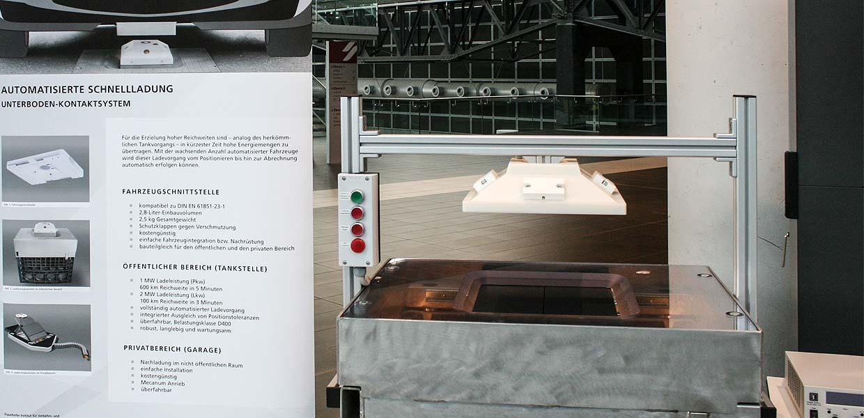 Mit diesem System vom Fraunhofer IVI können automatisiert fahrende E-Autos auch automatisch laden.