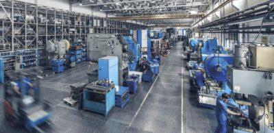 """Komplexe Metallbaugruppen u.a. für Fahrwerk und Karosserie gehören zu den Hauptprodukten der DMB Metallverarbeitung GmbH. Das Unternehmen bildet von Konstruktion über Werkzeugbau und Produktion bis hin zur Logistik die komplette Wertschöpfungskette ab. Mit dem Programm """"Go for 2025"""" richtet es sich perspektivisch aus"""