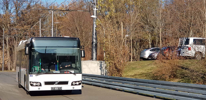 """An einem automatischen Oberleitungsstromabnehmersystem für Busse arbeiten Wissenschaftler der Westsächsischen Hochschule Zwickau. Für ihre """"schicke Idee"""" wurden sie im gleichnamigen Wettbewerb um beste Geschäftsideen ausgezeichnet."""