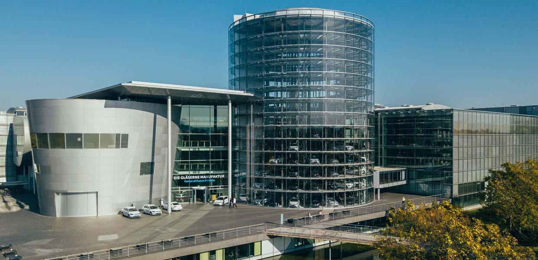 """Die Gläserne Manufaktur in Dresden ist Veranstaltungsort des """"Industriedialogs Neue Mobilität Sachsen"""" am 6. Februar 2020. Anmeldungen sind bis 28. Januar möglich."""