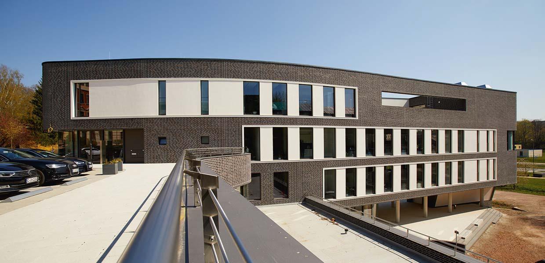 2017 bezog Intenta das neue, mit dem Architekturpreis der Stadt Chemnitz ausgezeichnete Firmengebäude.