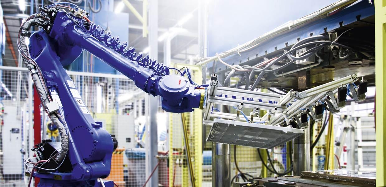 Automatisierte Fertigung faserverstärkter Kunststoffe bei Mitras in Radeburg.