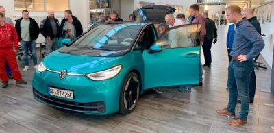 """""""Sehr empfehlenswert"""" – so urteilen Teilnehmer über die eintägige Learning Journey Elektromobilität, die das Volkswagen Bildungsinstitut in Zwickau anbietet."""