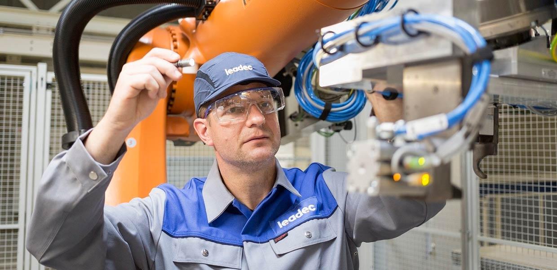 Der Industriedienstleister Leadec übernimmt die Instandhaltung von Batterielinien bei der Daimler-Tochter Accumotive in Kamenz sowie im Mercedes-Benz-Batteriewerk Jawor/Polen.