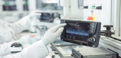 Innovative Lösungen für Car Infotainment und Navigation sowie V2X-Systeme und Cloud Services entwickelt und produziert das Unternehmen Joynext Dresden. Unter diesem neuen Namen tritt die bisherige Preh Car Connect GmbH auf.