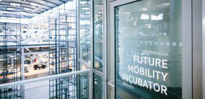Das Startup-Programm von Volkswagen in der Gläsernen Manufaktur Dresden ist Anfang Juni 2020 in die fünfte Runde gestartet. Gründer aus Deutschland, Großbritannien und den USA können ihre Ideen im Inkubator vorantreiben.
