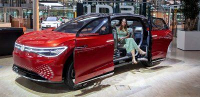 Neues ID-Showcar: Das fast fünf Meter lange Allround-SUV ID. Roomzz wurde bisher nur zweimal öffentlich in Deutschland präsentiert. Jetzt ist es in einer Ausstellung in der Gläsernen Manufaktur zu sehen.