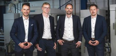 Philipp Arnold, Lasse Berling, Dr. Jakob Jung und Axel Helm (v. l.) sind die Gründer von Additive Drives. Sie vereinen mehr als 20 Jahre Fachwissen in den Bereichen additive Fertigung und E-Motoren-Entwicklung sowie Markterfahrungen in der Mobilitätsbranche.