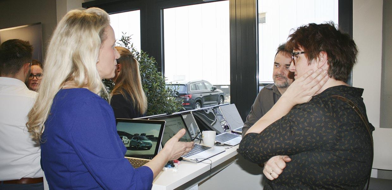 Zur 1. Auto_ID-Roadshow Ende Januar 2020 in Chemnitz nutzten die rund 60 Teilnehmer ausgiebig die Möglichkeiten, Praxisbeispiele zu testen sowie das Pilotprojekt zur HV-Sensibilisierung per Tablet kennenzulernen.